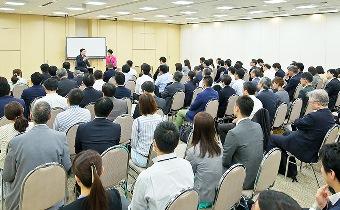 積水ハウス株式会社松島 雄一様と朝倉千恵子ディスカッションの様子