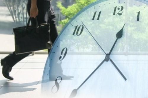 約束が取れたら、忘れないように予定を手帳やカレンダー、スマホアプリなどに記録します。特に、約束した時間を 失念しないように、正確に記録しましょう。時間を間違ってしまったり、遅れてしまったりすると大きく信用を 損ねるのはもちろん、二度と会ってくれないこともあり得ます。 事前に経路を確認しておき、時間に余裕をもって出かけましょう。万一、予期せぬ出来事が起き、どうしても約束の 日時に会えなくなった場合は、できるだけ早いタイミングで事前に連絡を入れ、予定の変更のお詫びをした上で、 リスケを申し入れましょう。 この場合は、メール一本だけですと相手が見落とすこともあるため電話を入れた上でメールを送るなどの工夫が 必要です。また、せっかくのアポイントを先方に忘れられてしまわないように、訪問前にメールでリマインドを しておくことが肝要です。前日などに「明日、〇時におうかがいします」とメールをしましょう。